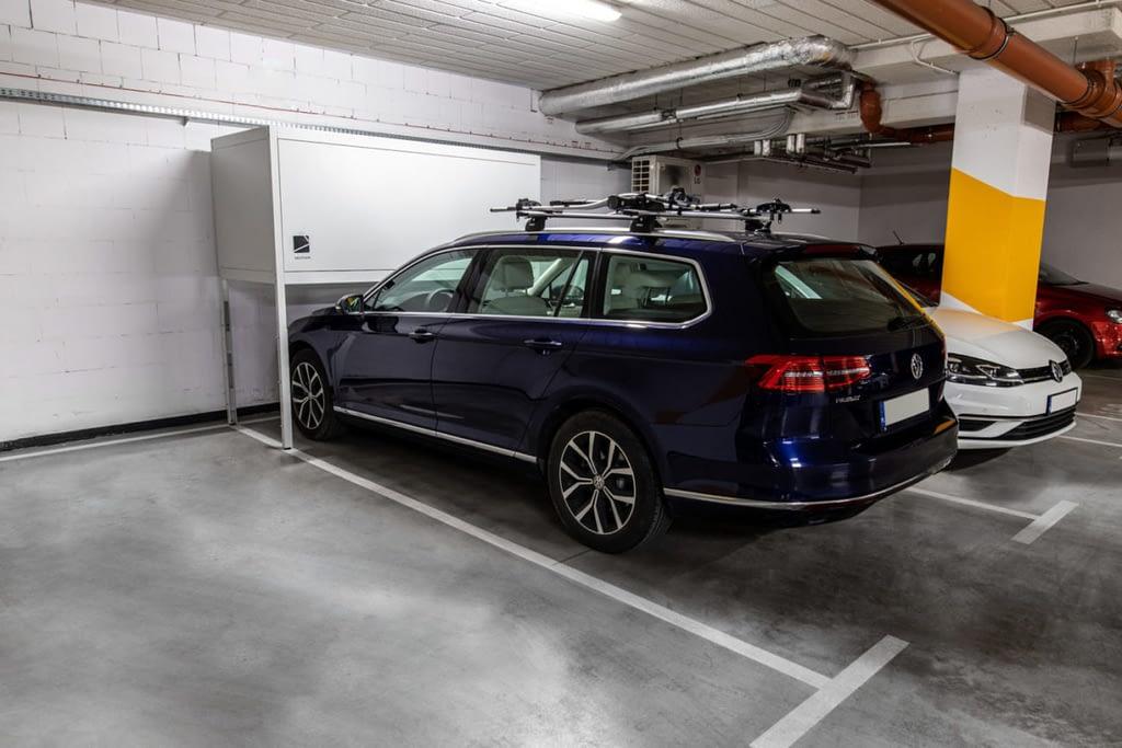 szafa garażowa z autem