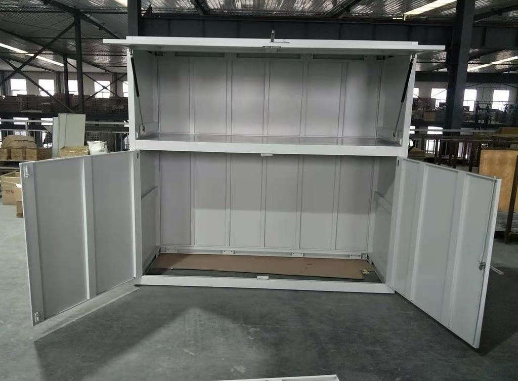 pełna szafa garażowa